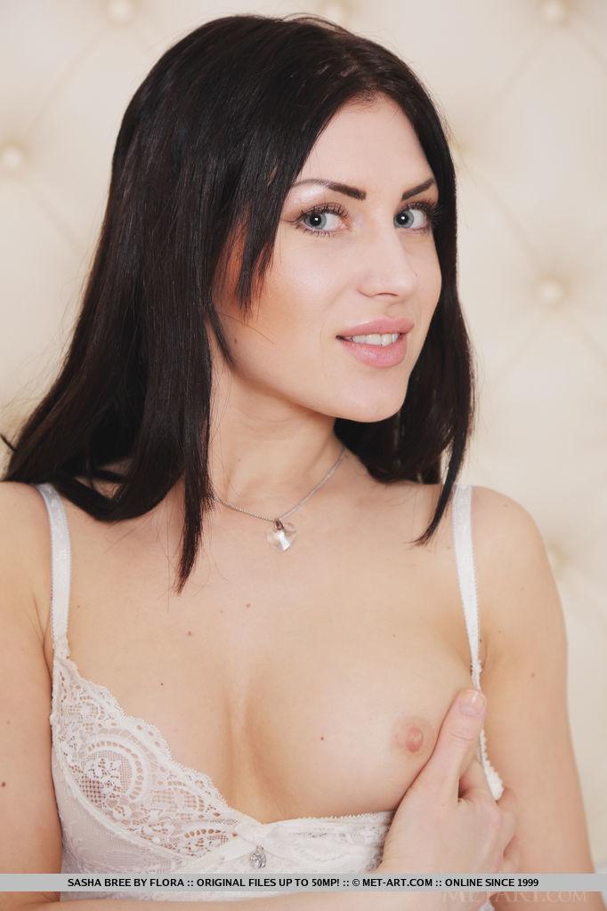 Presenting Cute Babe Sasha Bree By Flora