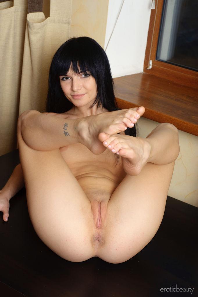Cute Nude Brunette Svajone Hot Pussy