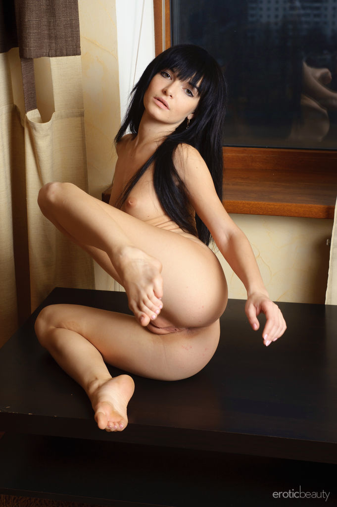 Cute Nude Brunette Svajone Nice Ass